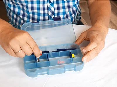 Видео - коробка для крючков, блесен, джиг-головок AQUATECH 7002