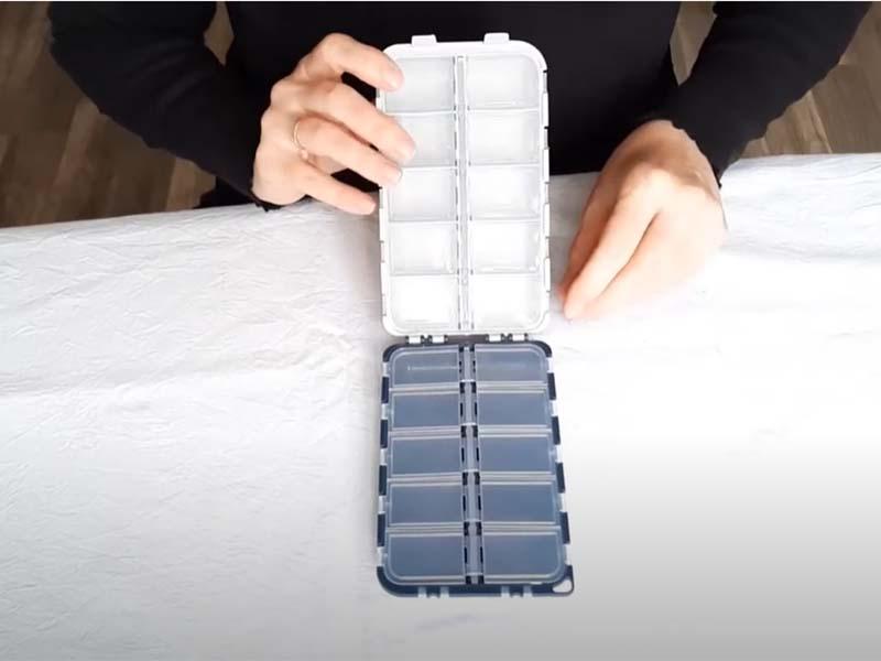 Видео - Коробка для крючков, джиг-головок, карабинов Aquatech 2420